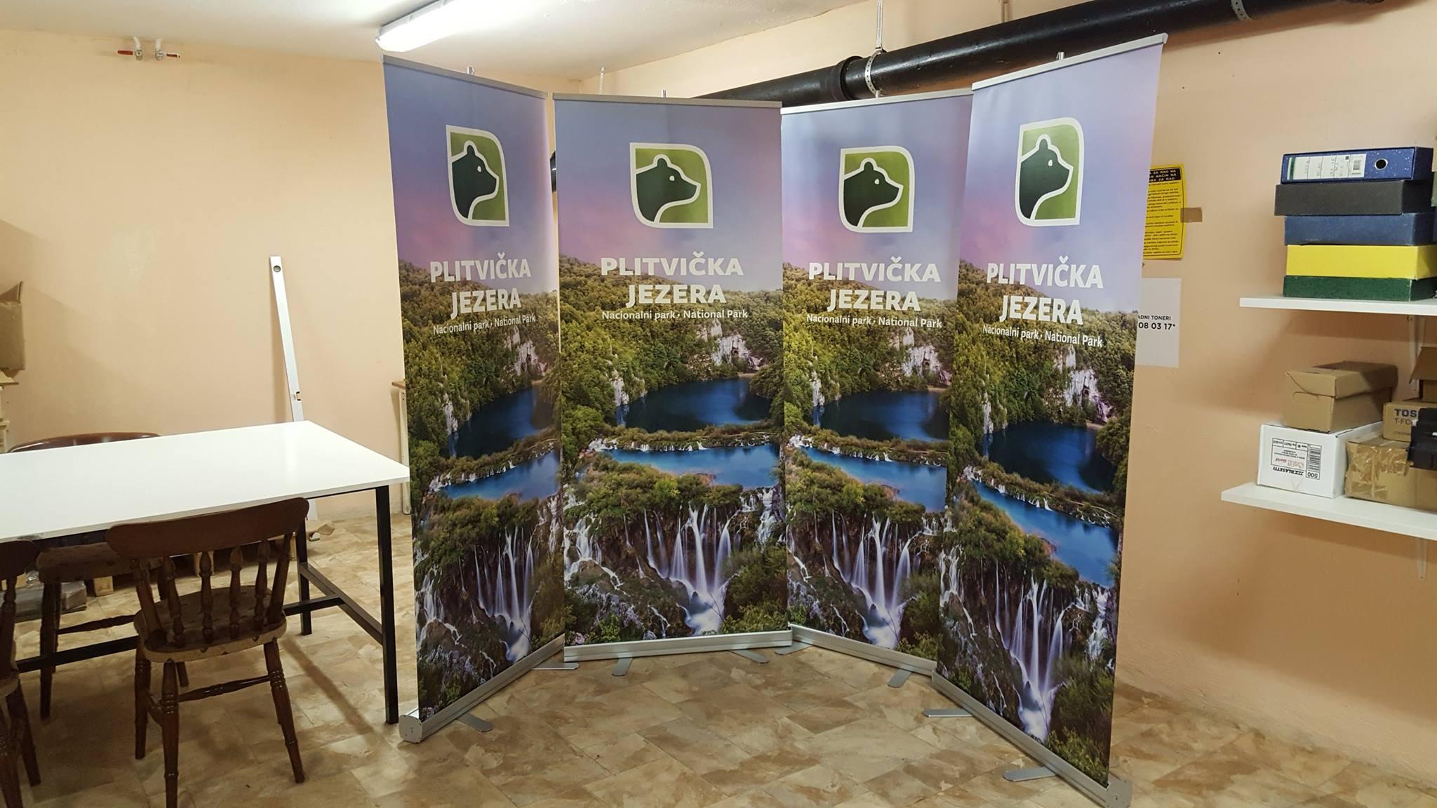 Izrada promotivnih stalaka, roll up stalci, print grafike na PVC film materijalu