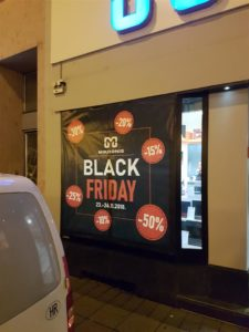 Oslikavanje izloga za Black Friday