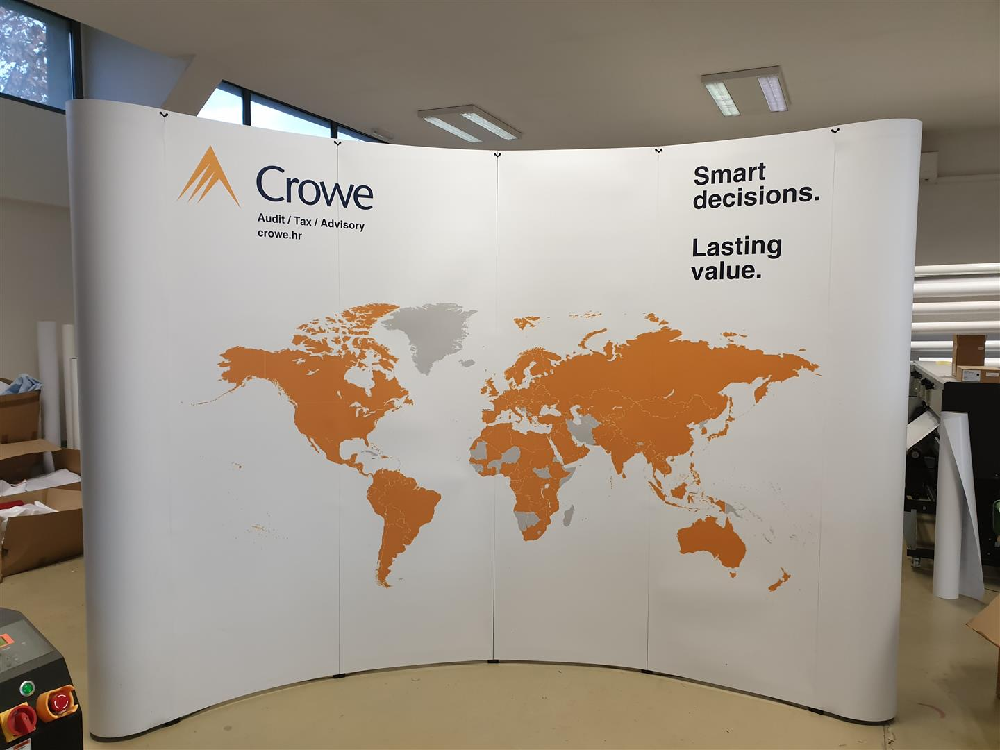 Crowe promo pult i pop-up wall