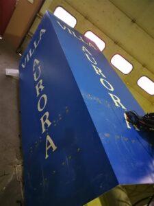 Montaža pvc rezane naljepnice - Villa Aurora